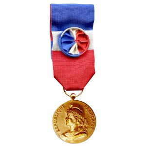 phicogis-decoration-militaire-medaille-tricolore-fond-blanc